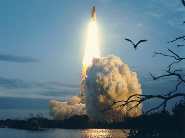 Transbordador espacial despegando